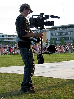 255px-Steadicam_and_operator_in_front_of_crowd